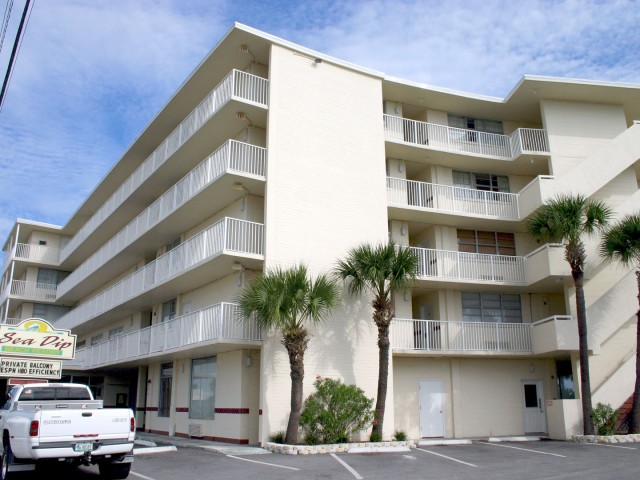 Sea Dip, a condo-hotel in Daytona Beach